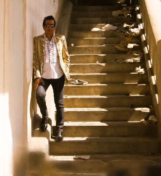 Alejandro Escovedo 15 stairs glasses colour.preview