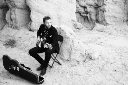Paul-Guitar-chair-3